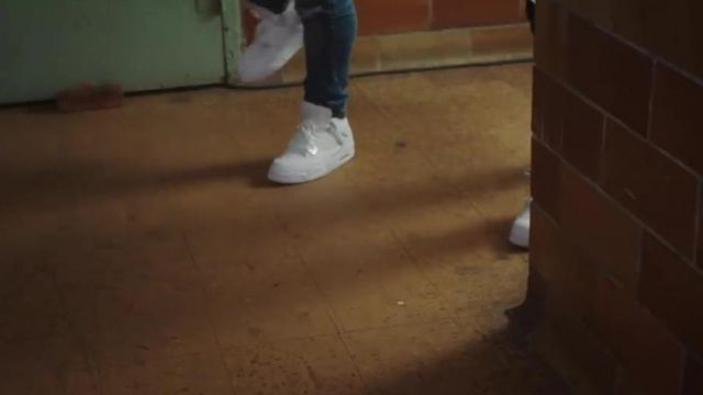 Sneakers Nike Air Jordan 4 Black Youngsta in her video clip Hip Hopper - Youtube Outfits and Products