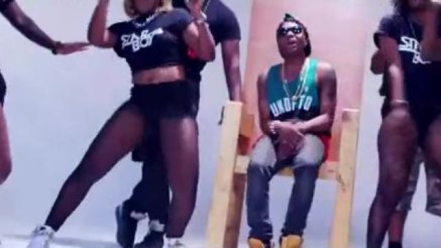 Sneakers Nike Air Jordan V black in the clip Bombay Wizkid feat. Phyno - Youtube Outfits and Products