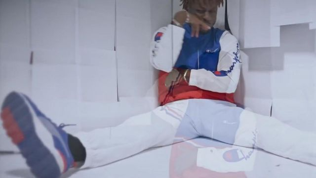 Sneakers Puma Bolémvn in her video clip Oh Boy - Youtube Outfits and Products