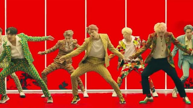 Sneakers Valentino Garavani Heroes Tribal Jeon Jungkook in BTS (방탄소년단) 'IDOL' Official MV - Youtube Outfits and Products