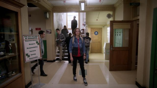 Fashion Trends 2021: Sneakers Vans SK8-Casey Gardner (Brigette Lundy-Paine) seen in Atypical Season 1 Episode 1