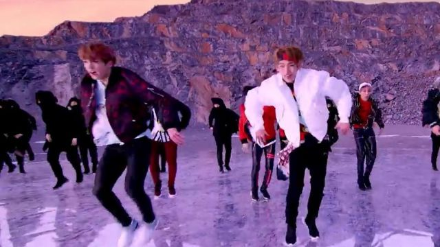Sneakers Y3 Qasa High (White / Vapour Steel / Black) of Jungkook in the clip Not Today BTS - Youtube Outfits and Products