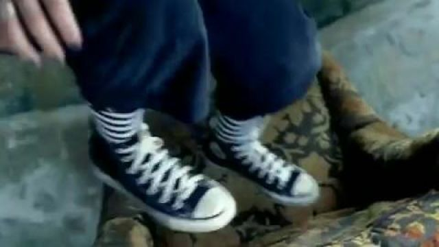Fashion Trends 2021: Sneakers converse of Avril Lavigne in the video Sk8er Boi