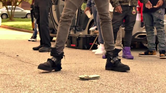 Sneakers high tops black in the clip With That of Young Thug feat. Duke