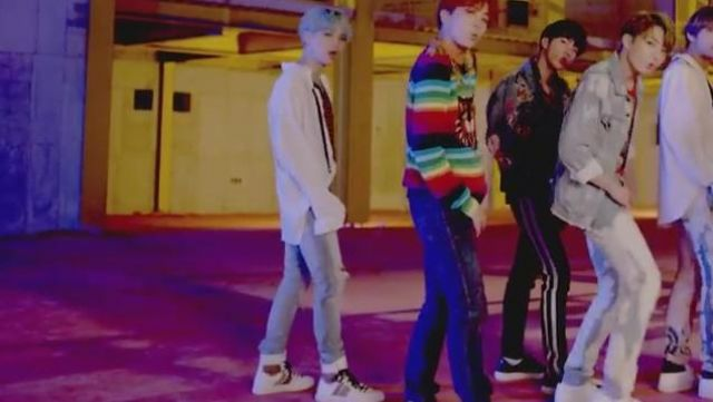 Sneakers leopard Amiri of Suga in the clip D. N. A. of BTS - Youtube Outfits and Products