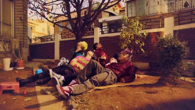 Sneakers red Vans Old Skool of Taeyang in the video FXXK IT-BIGBANG - Youtube Outfits and Products