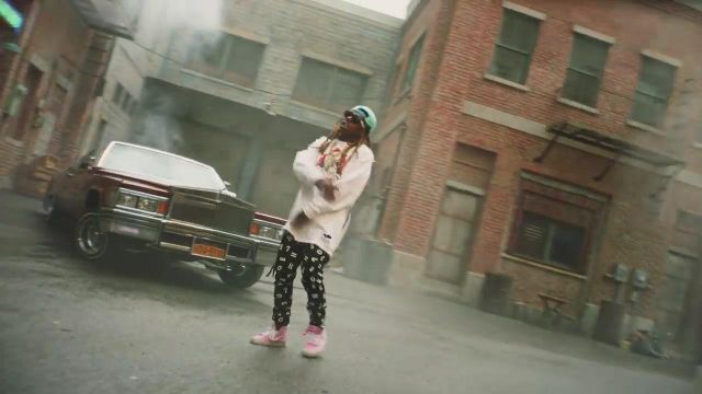 Sneakers sneakers pink Vans Sk8 in the clip My way of Bebe Rexha - Youtube Outfits and Products