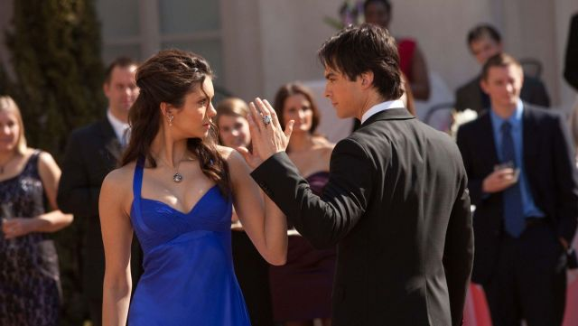 Fashion Trends 2021: Song All i need of Within Temptation on which to dance, Elena (Nina Dobrev) and Damon (Ian Somerhalder) seen in The Vampire Diaries Season 1E19