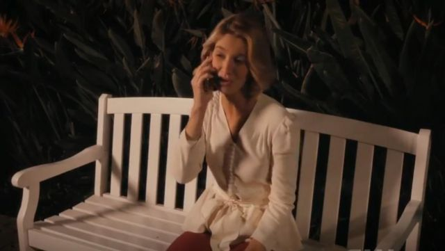 Fashion Trends 2021: Stella McCartney V Neck Bow Front Top outfit worn by Petra Solano (Yael Grobglas) in Jane the Virgin (S05E08)