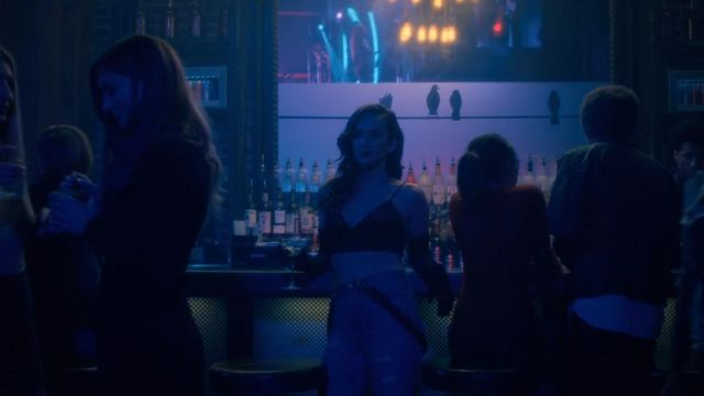 Straps of Theodora Crain (Kate Siegel) seen in The Haunting of Hill House Season 1 Episode 1 - TV Show Outfits and Products