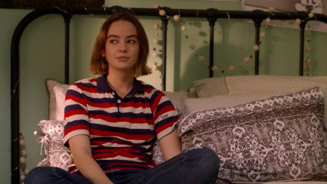 Fashion Trends 2021: Striped polo shirt, Levi's jeans outfit worn by Casey Gardner (Brigette Lundy-Paine) seen in Atypical Season 1 Episode 7