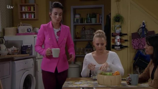 Style of Beyond Pink Blazer outfit worn by Leyla Harding (Roxy Shahidi) in Emmerdale Episode 8468 on 07/05/19 - TV Show Outfits and Products