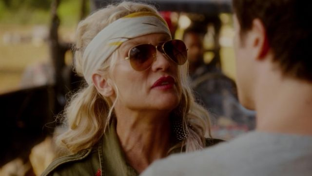 Sunglasses Aviator Ray-Ban of Alexis Carrington (Nicollette Sheridan) seen in Dynasty Season 2 Episode 4