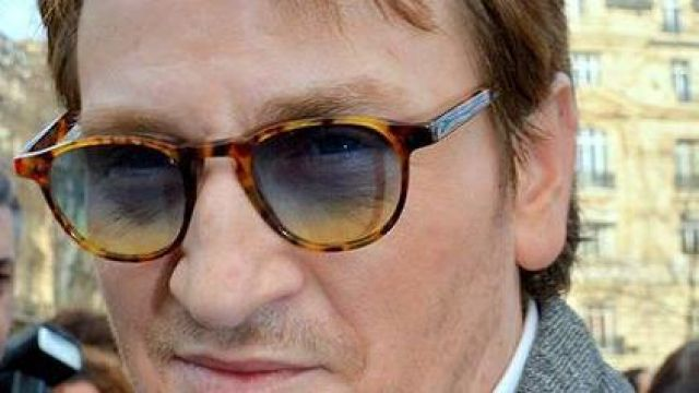 Fashion Trends 2021: Sunglasses Benoit Magimel photographed in the street