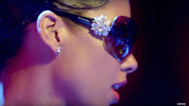 Sunglasses Bulgari of Alicia Keys in her video clip Girl on Fire - Youtube Outfits and Products