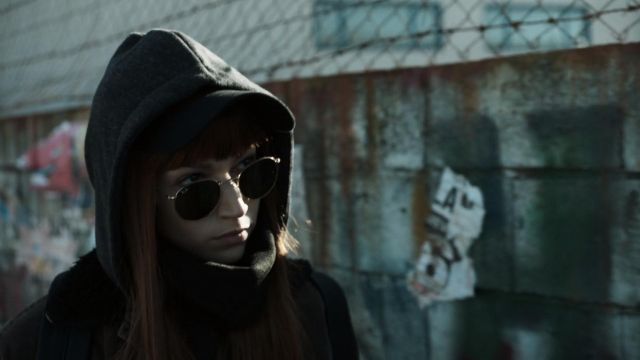 Sunglasses Ray-Ban Tokyo (Úrsula Corberó) seen in The Casa de Papel Season 1 Episode 1 - TV Show Outfits and Products