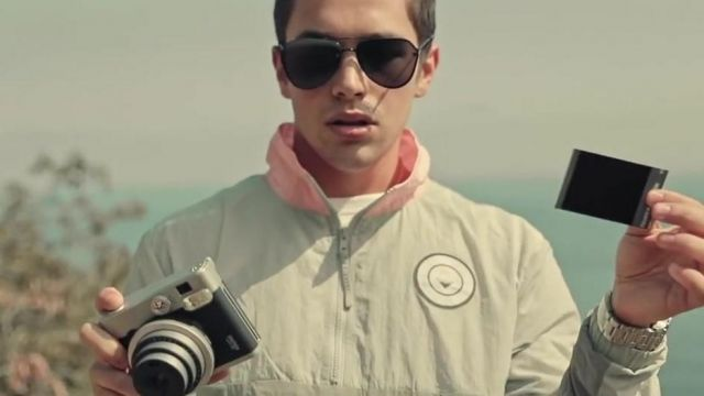 Sunglasses Ray Ban black in the clip Better With You Austin Mahone - Youtube Outfits and Products