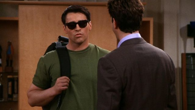 Sunglasses Ray-Ban of Joey Tribbiani (Matt LeBlanc) seen in Friends Season 7E22 - TV Show Outfits and Products