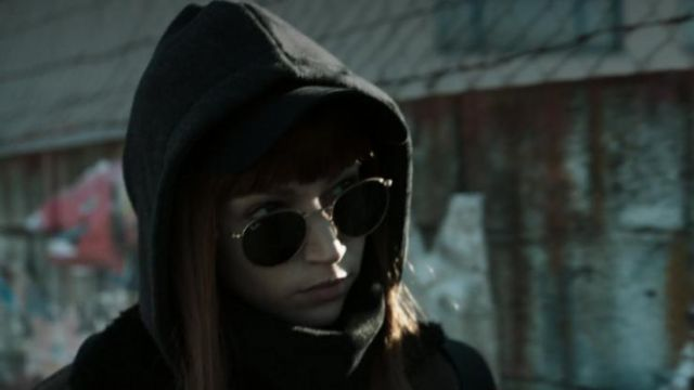 Sunglasses Ray-Ban outfit worn by Tokio (Úrsula Corberó) seen in The casa de Papel Season 1 Episode 1 - TV Show Outfits and Products