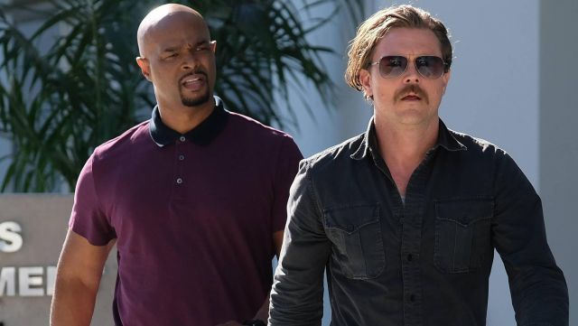 Sunglasses aviator of Martin Riggs (Clayne Crawford) seen in Lethal Weapon Season 2 Episode 1 - TV Show Outfits and Products