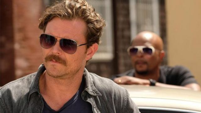 Fashion Trends 2021: Sunglasses of Martin Riggs (Clayne Crawford) seen in The lethal weapon Season 2 Episode 7
