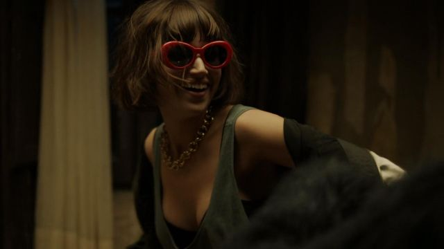 Sunglasses red of Tokio (Úrsula Corberó) seen in The Casa de Papel Season 1 Episode 5 - TV Show Outfits and Products