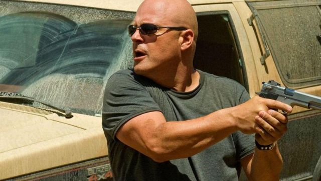 Sunglasses that Vic Mackey (Michael Chiklis) seen in The Shield - TV Show Outfits and Products