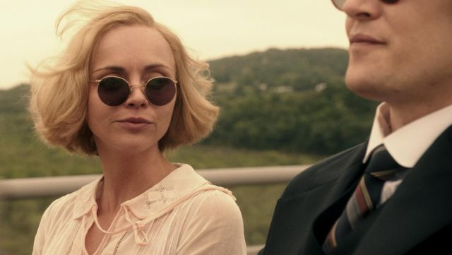 Sunglasses vintage of Zelda Fitzgerald (Christina Ricci) seen in Z: The Beginning of Everything, Season 1E10 - TV Show Outfits and Products