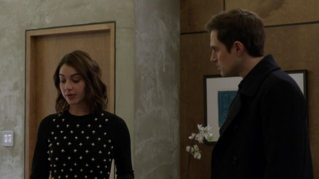 Fashion Trends 2021: Sweater Sandro d' Ivy Belfrey (Adelaide Kane) seen in Once upon a time Season 7E13