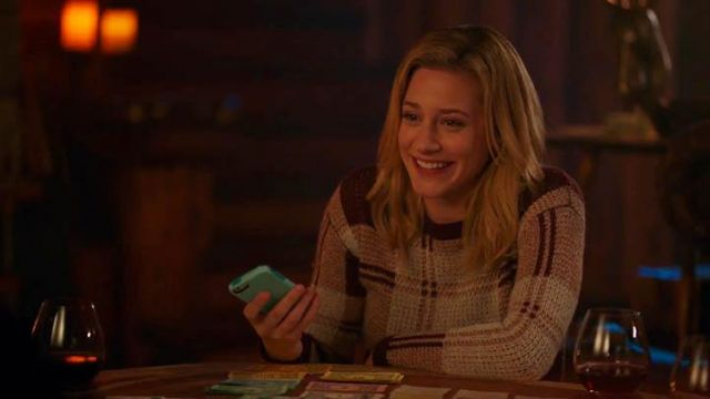 Fashion Trends 2021: Sweater in plaid Melrose & Market by Betty Cooper (Lili Reinhart) seen in Riverdale Season 2E14