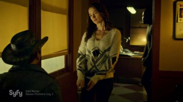 Sweater of white wool with geometric patterns of Wynonna Earp (Melanie Scrofano) seen in Wynonna Earp Season 1 Episode 9 - TV Show Outfits and Products