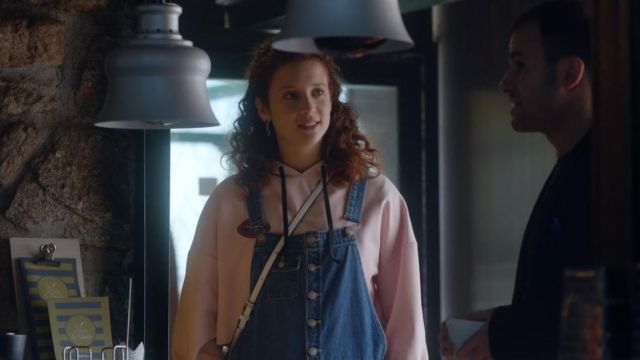 Sweatshirt Marina (María Pedraza) seen in Elite (Season 1 Episode 2) - TV Show Outfits and Products