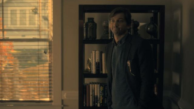 Sweatshirt Steven Crain (Michiel Huisman) seen in The Haunting of Hill House Season 1 Episode 1 - TV Show Outfits and Products