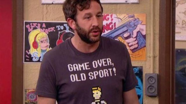 """Fashion Trends 2021: T-shirt """"Game Over, Old Sport"""" of Roy (Chris O'dowd) seen in The IT Crowd"""