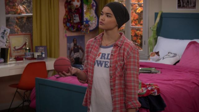 T-shirt Girl Power, Alexa Mendoza (Paris Berelc) seen in Alexa & Katie Season 1 Episode 9 - TV Show Outfits and Products