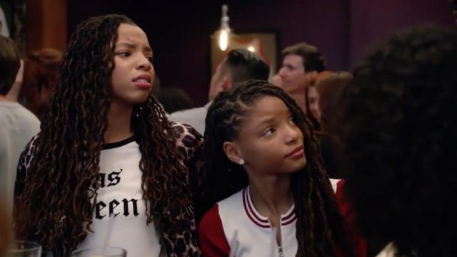 """Fashion Trends 2021: T-shirt Juicy Couture """"Yas Queen"""" Jazlyn Forster (Chloe Bailey) seen in Grown-ish Season 1 Episode 4"""