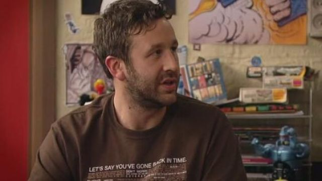 """Fashion Trends 2021: T-shirt """"Let's say you've gone back in time"""" of Roy (Chris O'dowd) seen in The IT Crowd"""