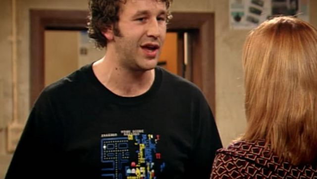 Fashion Trends 2021: T-shirt Pac Man is Roy (Chris O'dowd) seen in The It Crowd Season 1 Episode 4