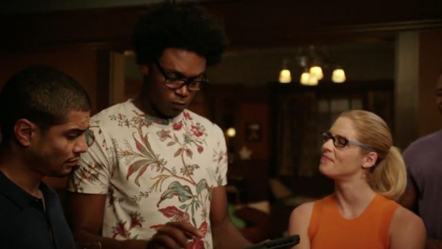 T-shirt flowers McQ Alexander McQueen outfit worn by Curtis Holt (Echo Kellum) seen in Arrow Season 7 Episode 2 - TV Show Outfits and Products