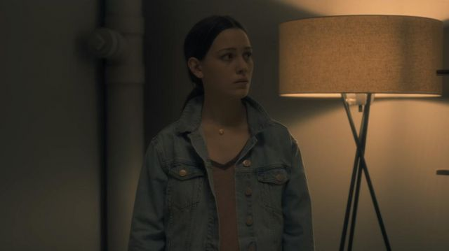 T-shirt of Eleanor Crain (Victoria Pedretti) seen in The Haunting of Hill House Season 1 Episode 1 - TV Show Outfits and Products