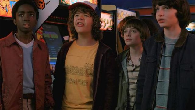 Fashion Trends 2021: T-shirt periodic table of elements yellow outfit worn by Dustin Henderson (Gaten Matarazzo) seen in Stranger Things Season 2 Episode 1