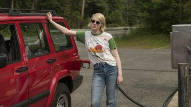 T-shirt vintage marathon Kappa white and green Annie Landsberg (Emma Stone) seen in Maniac (Season 1 Episode 2) - TV Show Outfits and Products