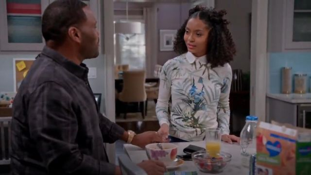 Ted Baker London Nayda Tropical Print Sweater outfit worn by Zoey Johnson (Yara Shahidi) in black-ish (Season 02 Episode 15) - TV Show Outfits and Products