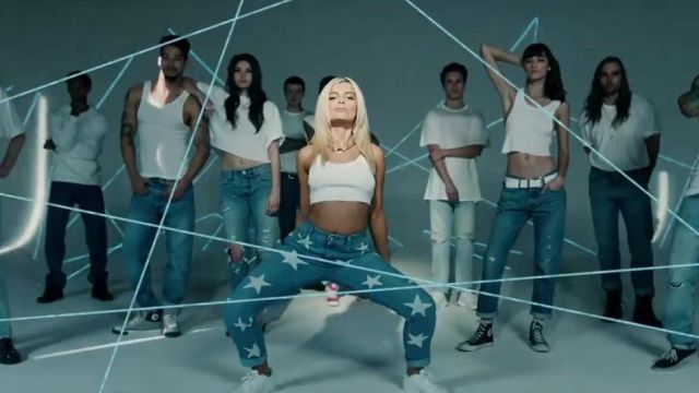 The Adidas shoes Superstar white Bebe Rexha in her video clip No Broken Heats ft. Nicki Minaj - Youtube Outfits and Products