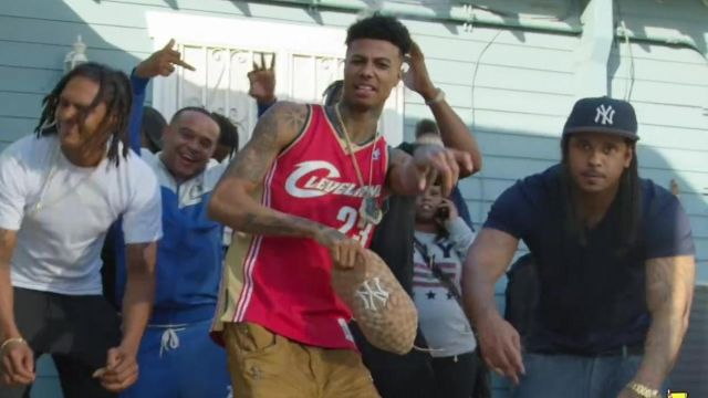 The Cap NY Yankees x Gucci outfit worn by Blueface in her video clip Bleed It - Youtube Outfits and Products