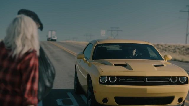 The Dodge Challenger 2017 yellow in the clip Meant to Be of Bebe Rexha - Youtube Outfits and Products