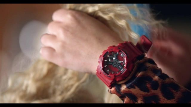 The G-Shock watches Casio Britney Spears in the clip Pretty Girls - Youtube Outfits and Products