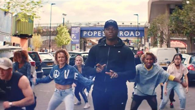 The Pope's Road, Brixton, in London, in the clip the Man don t dance Big Shaq - Youtube Outfits and Products