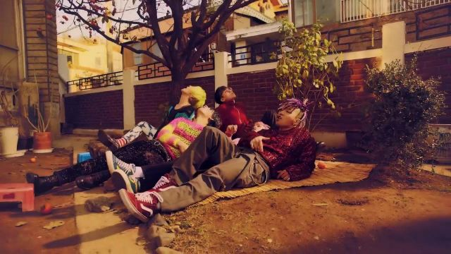 The Vans red of Taeyang in the video FXXK IT-BIGBANG - Youtube Outfits and Products