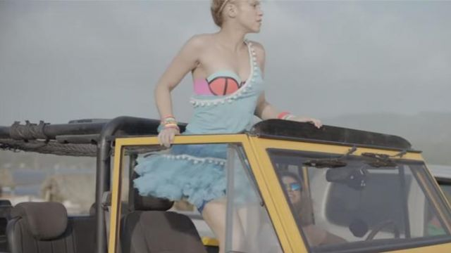 The bikini top Shakira in the clip The Bicicleta - Youtube Outfits and Products